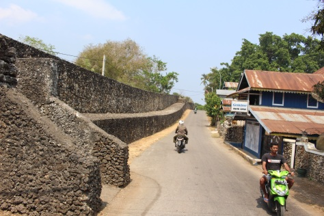 The fortress walls are nearly 3 kilometers long.