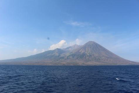 Sailing by the volcanic island Gili Banda