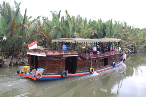Up the river we go, in company with Chapter Two's tour boat