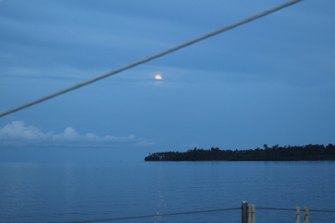 Moonrise over the Southern Hemisphere side of Equator Bay