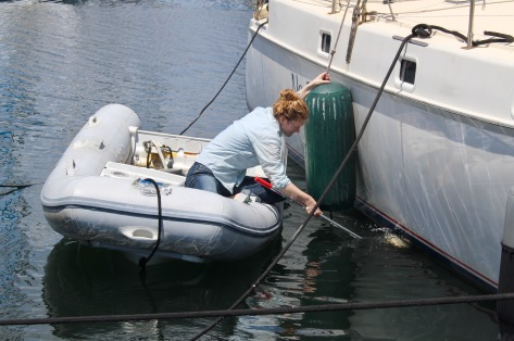 Nora cleaned the bottom on the starboard hull, I did port. We'll see which goes faster...
